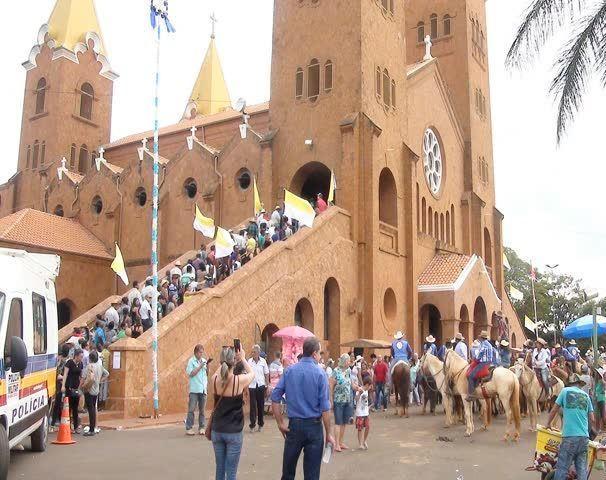 Cidade de Romaria no Alto Paranaíba recebe milhares de fiéis para comemorar o dia de Nossa Senhora da Abadia