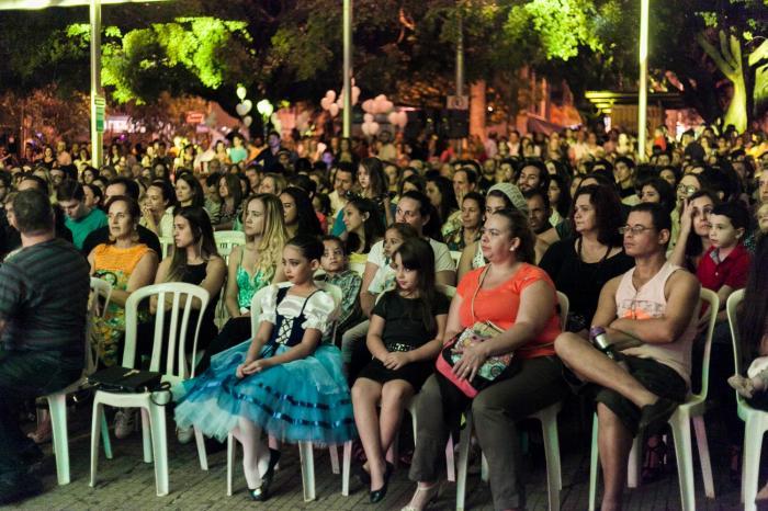 população de Patos de Minas volta a prestigiar mais uma noite contagiante do Balaio de Arte e Cultura