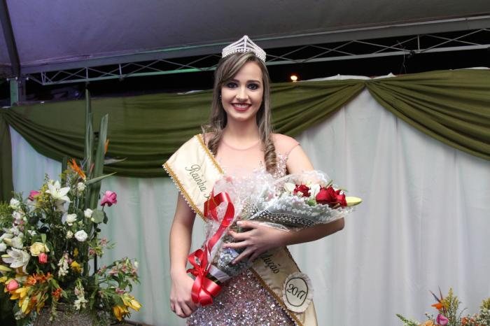 Larissa Araújo Balbino é eleita rainha da Festa da Produção 2017 em Presidente Olegário