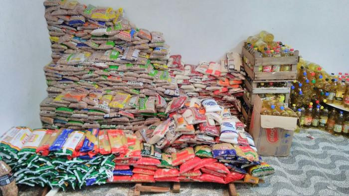 URT faz entrega de 2,5 toneladas de alimentos arrecadados no jogo contra o Cruzeiro