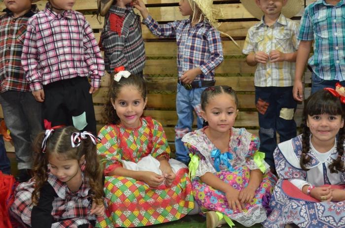 Escola Municipal Alzira Borges Souto realiza noite julina e reune centenas de convidados