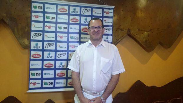 Empresário de Patos de Minas oficializa oferta de novo estádio para a URT