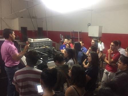 Estudantes de Jornalismo do UNIPAM realizam visita técnica em Patos de Minas