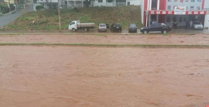 Temporal volta a causar estragos em vários pontos da cidade de Patos de Minas