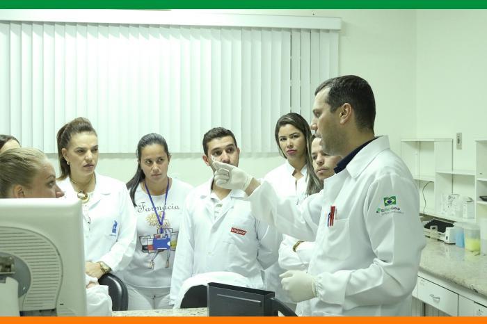 Estudantes de Farmácia realizam visita técnica no Cepac Medicina Laboratorial
