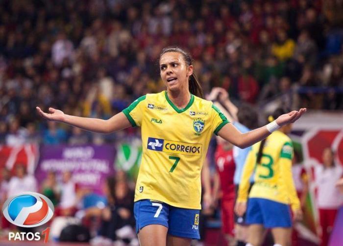 cc54a57b74 Jogadora Patense é eleita pela terceira vez a melhor jogadora de futsal do  mundo. A Patense Vanessa Pereira ...