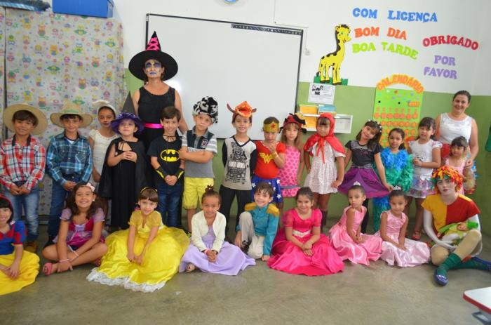 Escola Alzira Borges realiza projeto com alunos para comemorar Dia do Livro