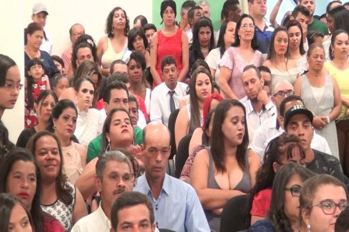 Casamento coletivo oficializa a união de 102 casais na cidade de Patos de Minas