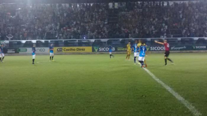 URT marca no final e vence Democrata em Governador Valadares pelo Campeonato Mineiro