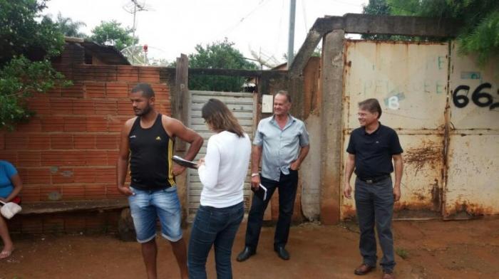 Famílias que serão realocadas para o Bairro Esperança IV em Patos de Minas recebem visita técnica