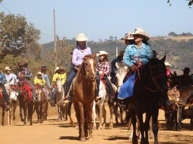 Tradicional Cavalgada de Andrequicé acontece neste Sábado (01/08) e reúne centenas de cavaleiros e amazonas