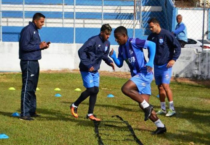 Jogadores da URT encaram jogo contra a Portuguesa do Rio de Janeiro como uma final