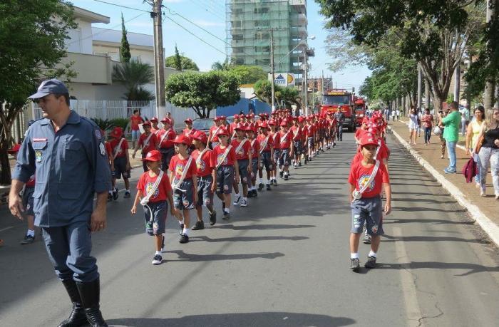 Independência do Brasil é comemorada em Patos de Minas com Desfile Cívico e Militar