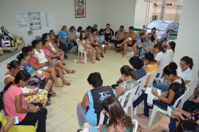 Frequentadoras da Academia da Saúde de Lagoa Formosa recebem homenagem pelo Dia Internacional da Mulher