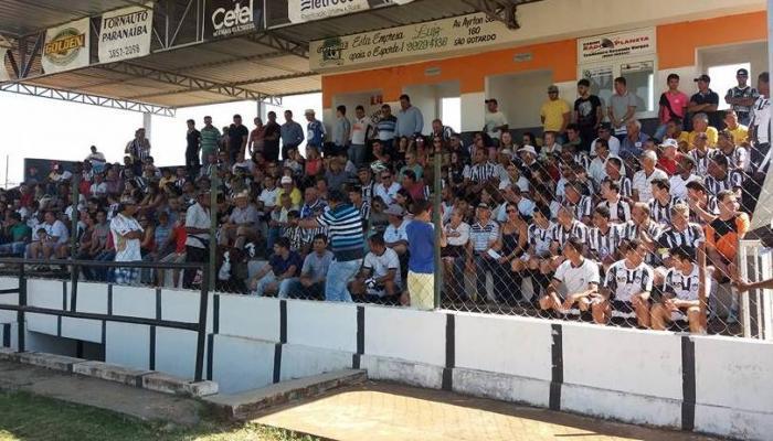 Após vencer o Santa Cruz de Lagoa Formosa pelo regional, o Paranaíba faz a festa dos 100 anos