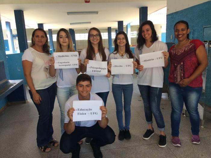Escola Estadual Nossa Senhora da Piedade comemora sucesso de aprovação de alunos em vestibular