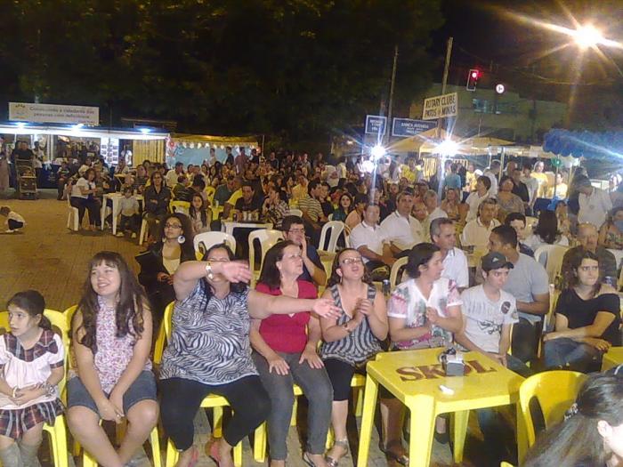 Feira da Bondade promovida pela Apae acontece na Praça do Fórum