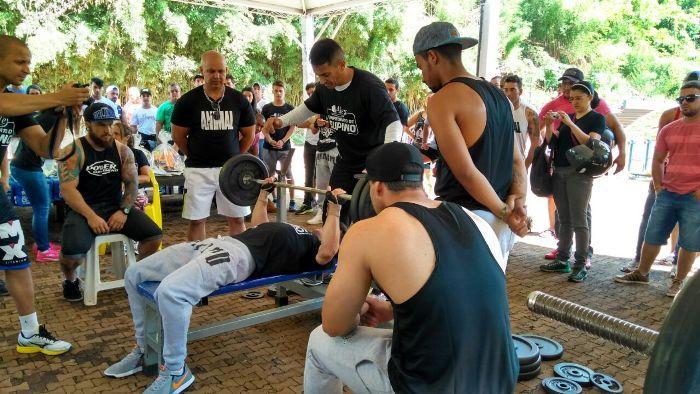 Campeonato de Supino Reto reúne dezenas de atletas no Parque do Mocambo em Patos de Minas