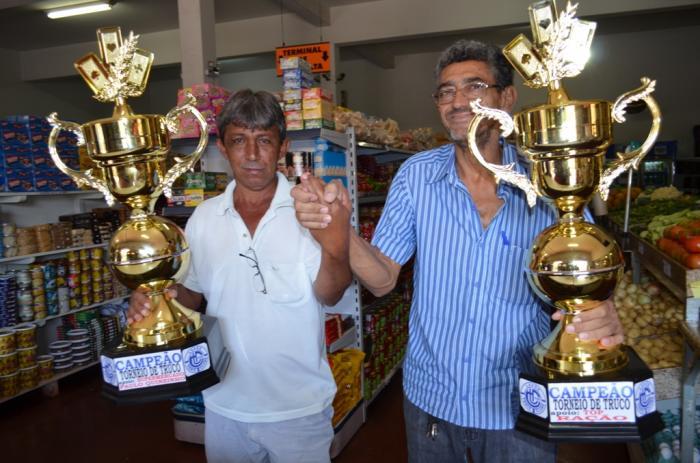 Dupla Paulo do Quinzinho e Anilson e é bi campeã do Torneio de Truco do Lagoa Tênis Clube em Lagoa Formosa