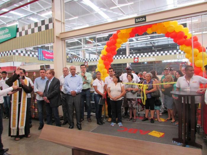 Hipermercado ABC atrai milhares de pessoas durante inauguração de sua nova loja em Patos de Minas