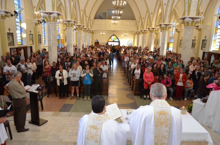Fiéis de Nossa Senhora da Piedade de Lagoa Formosa participam de romaria em devoção à santa