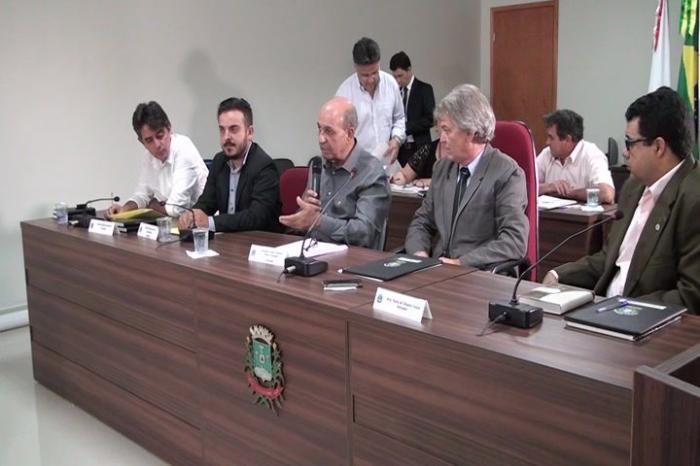 Prefeito José Eustáquio justifica urgência de votação do Orçamento em reunião extraordinária e fala de prioridades