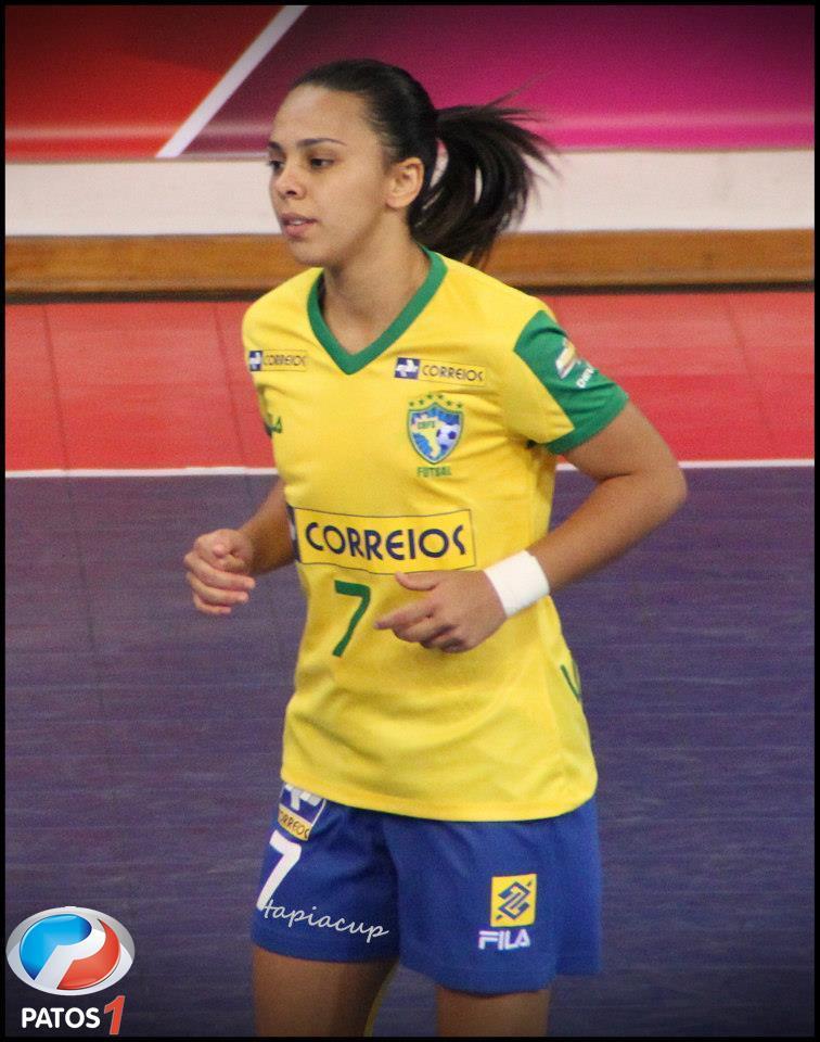 7d33062aa8 Melhor jogadora de futsal do mundo visita Projeto Futebol Cidadão de Lagoa  Formosa