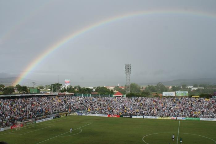 Com direito a Arco-Íres duplo Atlético vence o Mamoré em Patos de Minas e assume a liderança do campeonato mineiro