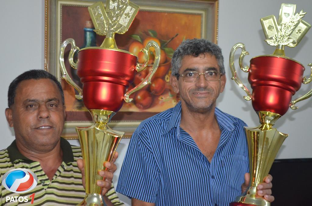 Dupla Paulo do Quinzinho é Romarinho é campeã de torneio de truco e empresário conquista seu 118º troféu