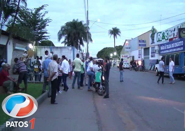 Cobrança da tarifa de esgoto da Copasa gera manifestação na cidade de Patos de Minas