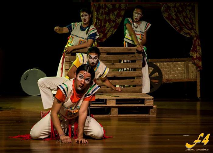 Grupo de Teatro Universitário de Patos de Minas apresenta espetáculo na cidade de Araxá