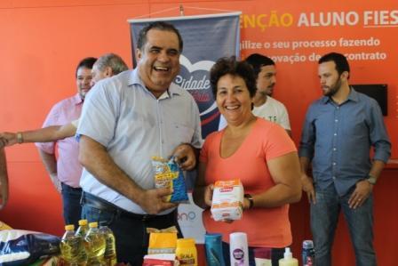 UNIPAM, FEPAM e DCE entregam alimentos para entidades beneficentes na  cidade de Patos de Minas