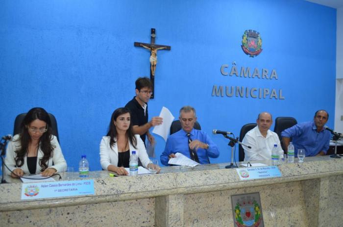 Câmara Municipal de Lagoa Formosa realiza reunião ordinária e recebe secretária de saúde