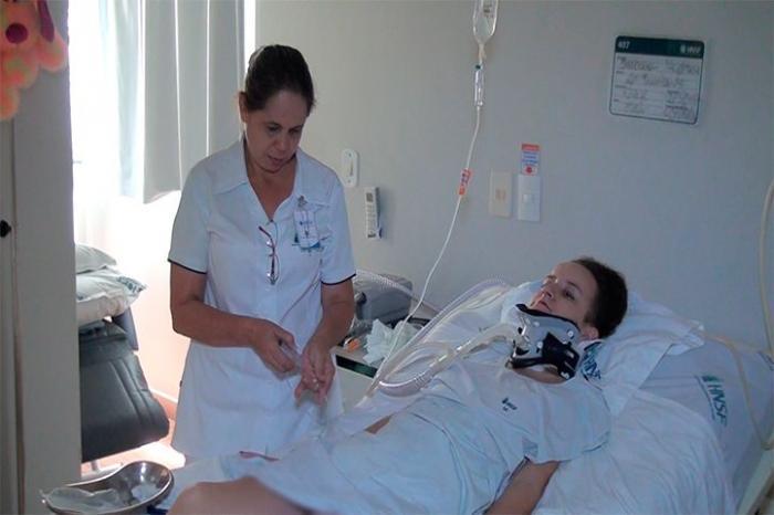 Estudante de Patos de Minas que sofreu grave acidente recebe alta após mais de 100 dias internada