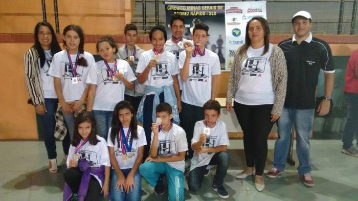 Alunos do Programa Viva Cristavo são campeões em torneio de xadrez
