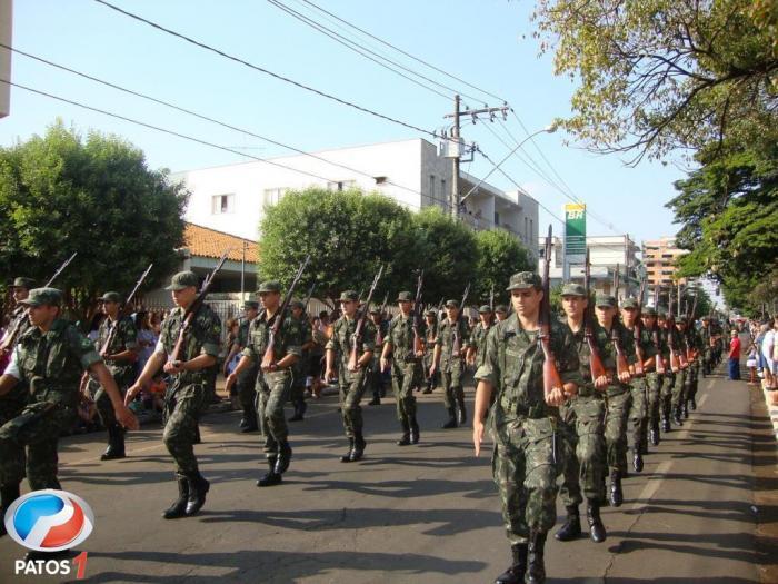 Desfile militar e estudantil comemora os 121 anos de Patos de Minas em grande estilo