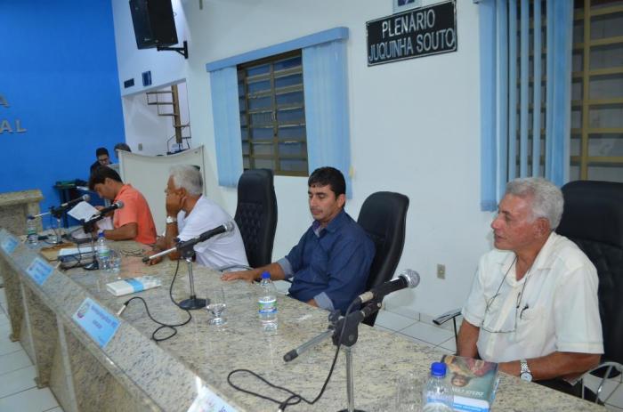 Câmara Municipal de Lagoa Formosa recebe projetos de leis que propõem reajustes dos servidores públicos