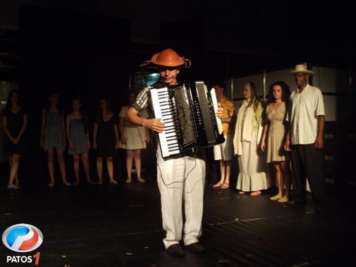 Arte e Cultura de Patos de Minas inauguram o Balaio de 2013