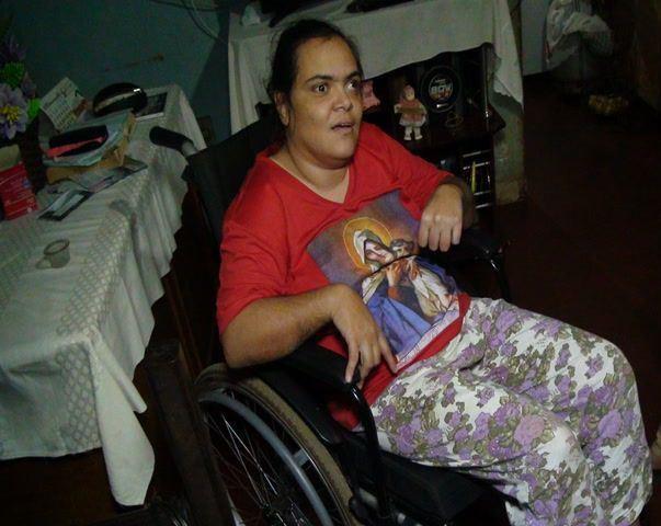 Família da cidade de Patos de Minas pede ajuda para a compra de cadeira de rodas