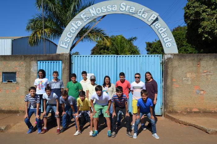 Alunos da Escola Estadual Nossa Senhora da Piedade embarcam para Uberaba onde disputam a fase regional dos Jogos Escolares de Minas Gerais