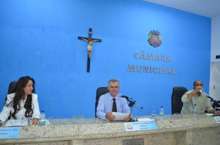 Vereadores de Lagoa Formosa votam projetos que criam cargos de servidores para o executivo
