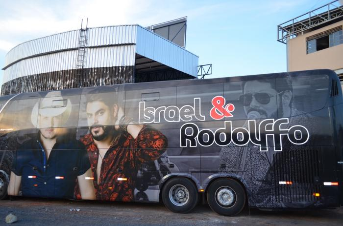 Produção da dupla Israel e Rodolfo prepara palco para primeiro show da Festa do Feijão de 2017