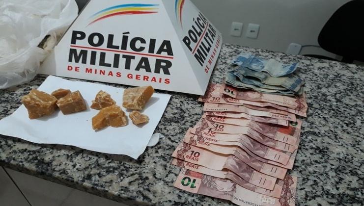 Homem é preso com pedras de crack e dinheiro no centro de Presidente Olegário