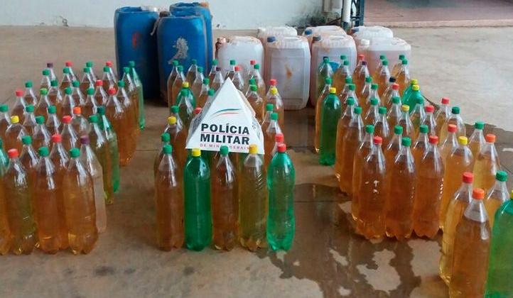 Após motorista fugir da abordagem na BR-354, Polícia Militar apreende aproximadamente 400 litros de cachaça