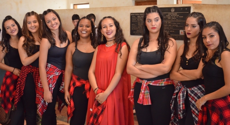 Escola Estadual Nossa Senhora da Piedade realiza 1º Festival de Dança