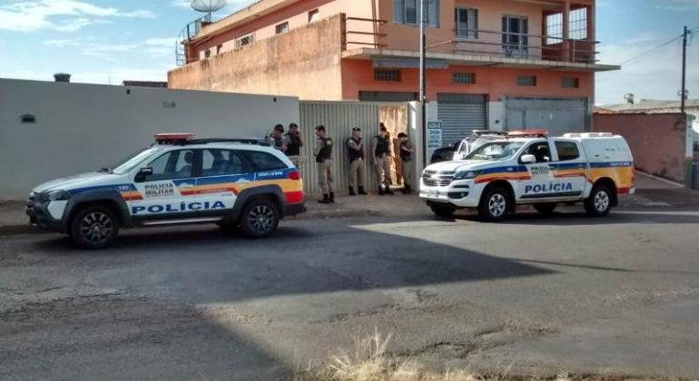 Homem é baleado e morre após invadir casa de ex-mulher na cidade de Patos de Minas