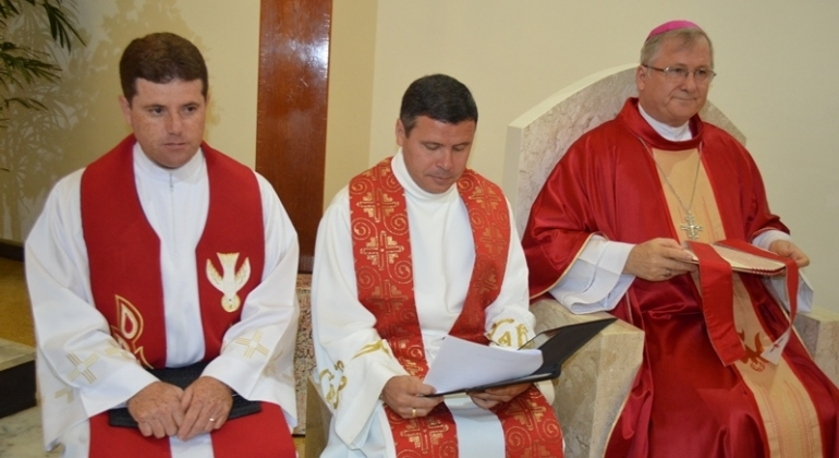 Pároco e vigário da Paróquia de Nossa Senhora da Piedade são empossados