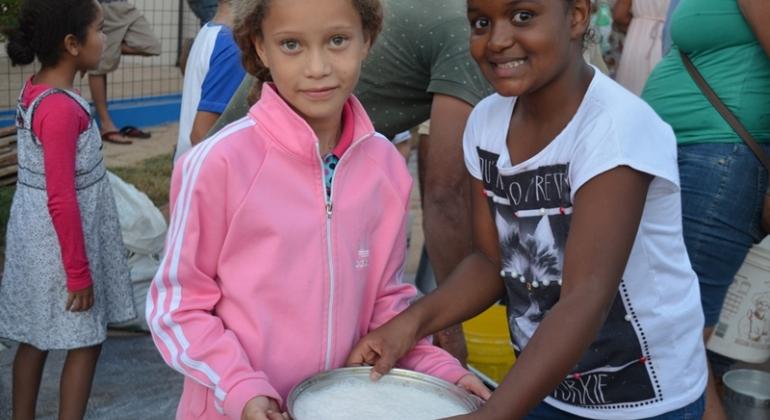 Fazenda Campo Alegre faz doação de leite em vários bairros na cidade de Lagoa Formosa