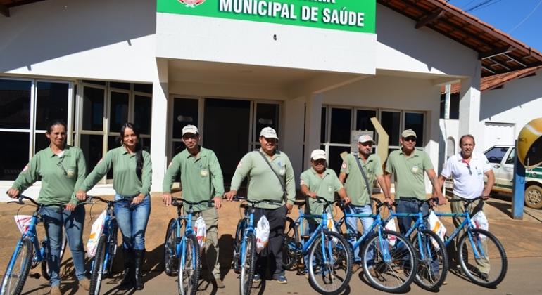 Agentes de endemias de Lagoa Formosa recebem bicicletas da prefeitura municipal para uso em serviço