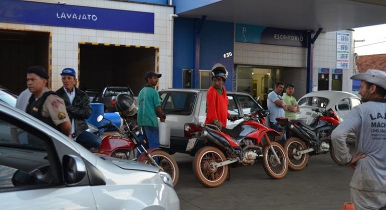 Combustível começa a chegar nos postos de Lagoa Formosa, Patos de Minas e Presidente Olegário
